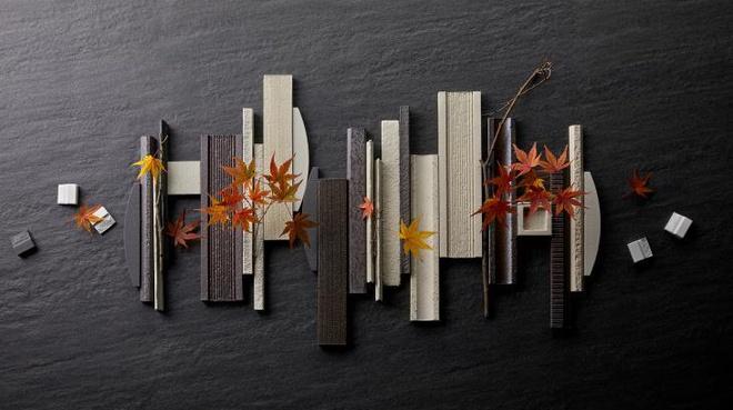 Các mẫu gạch nghệ thuật của thương hiệu INAX - Nhật Bản được đúc hoạ tiết để mô phỏng những sắc thái khác nhau của ánh sáng và bóng tối.